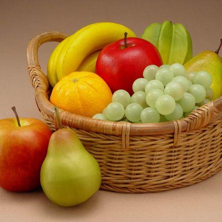 Un ciorchine de strugure si trei prune